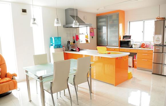 オレンジキッチンの家