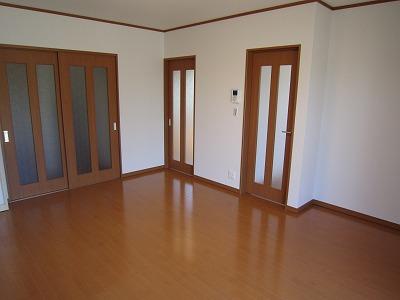 リビングとキッチンがしっかり分かれているのでリビングがとても広い空間を作り出すことができました。 これなら、お客さんがたくさん来られても大丈夫ですね!!
